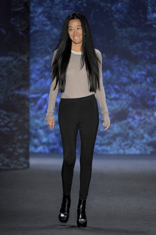 images/cast/00000432470822034=my job on fabrics vera wang Summer 2011